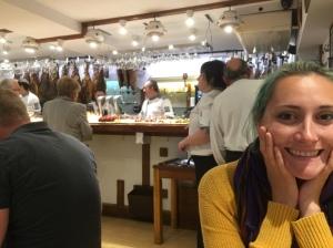 Look look look at the food behind me!