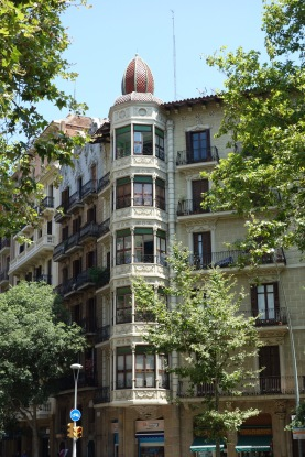 And again, lest you think Gaudi is the only part of Barcelona that's nice, here's an unheralded pretty building.