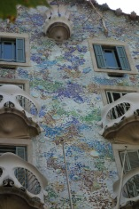 Just look at how he clad a building in colourful asymmetrical mosaics! That's my boy, Gaudi!