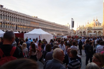 There was a university graduation, and the Piazza was packed!