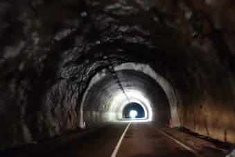 We loved these tunnels. No rendering, just straight rock. No lights either.