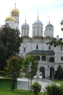 Because the Kremlin is the seat of Russian power, I thought it would just be administrative buildings. Nope! There are a bunch of churches and royal residences that Tsars built.