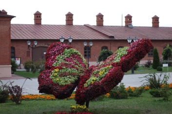 We've seen a lot of these flower sculptures in Russia and Kazakhstan.