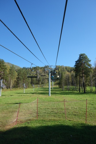 Luke convinced me to go on another freaking ski lift. It doesn't look that bad, right?