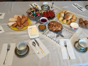 A parting tea at Andrei's sister's house before we go. Much fancy, so donut!