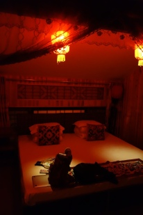 I love the red light everywhere in Pingyao. It is very warm. I used to light my rooms like this, and I think now I will start again.