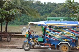 Tuktuks everywhere, trying to take tourists to the many surrounding waterfalls. Unnecessary for us, with our wheels.