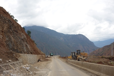The roads from Lugu Lake were not in the best shape. We think a lot of them were still being reconstructed after the enormous earthquake a few years ago.