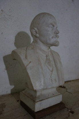 You're in a war, living in a cave under constant bombardment. What do you bring with you? Maybe your iPod with Enya loaded? These guys bring a bust of Lenin.