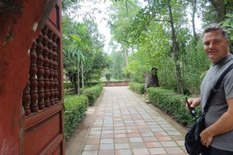 Wandering around Thien Mu Pagoda